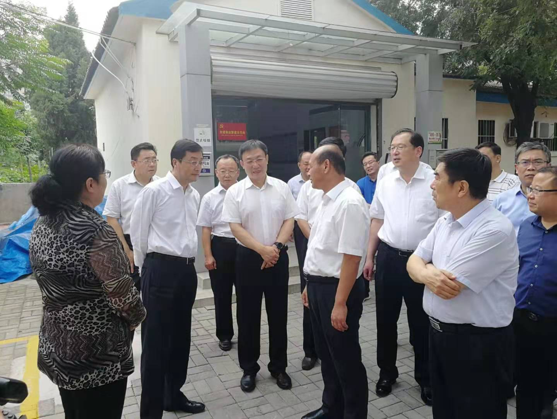 刘强副省长率考察团调研北园老旧小区改造