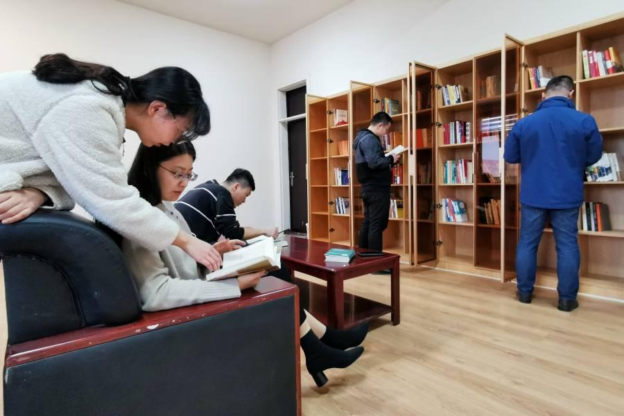 【书香凝合力,学习促强企】城投地产公司设立共享书屋
